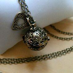 Collier sautoir pendentif bola de grossesse en métal bronze