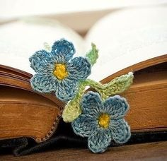 ideas for crochet flower bookmark Crochet Motif, Crochet Yarn, Crochet Flowers, Knitting Patterns, Crochet Patterns, Crochet Classes, Labor, Neck Collar, Bookmarks