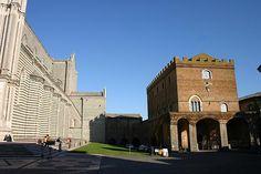 Orvieto, Palazzo Soliano, eretto da Bonifacio VIII dal 1297 al 1304
