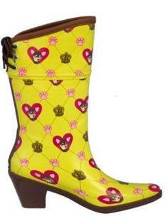 Raining chihuahuas.i am totally getting these from santa with matchy umbrella..ella..ella ella!