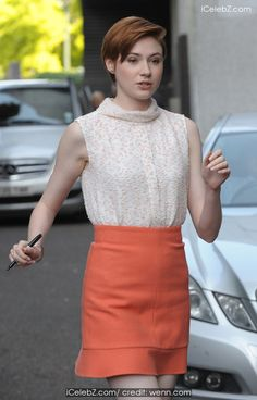 Karen Gillan Leaving the ITV Studios icelebz.com/events/karen_gillan_leaving_the_itv_studios/photo2.html