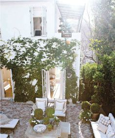 5 Powerful Cool Tips: Backyard Garden Party Dance Floors simple backyard garden paths.Small Backyard Garden Diy diy backyard garden tips and tricks.Backyard Garden Shed Art Studios. Small Backyard Gardens, Backyard Garden Design, Modern Backyard, Backyard Landscaping, Patio Design, Outside Living, Outdoor Living, Tiered Garden, Balcony Plants