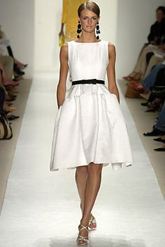 Oscar de la Renta Spring 2004 Ready-to-Wear Fashion Show: Complete Collection - Style.com Photo: Marcio Madeira