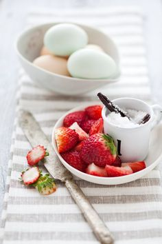 Fresh Strawberries: fresh fruit for breakfast