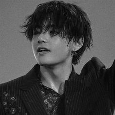 """""""Taehyung's wet hair ; a thread"""""""