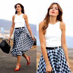 Get this look: http://lb.nu/look/8336247  More looks by Marianela Yanes: http://lb.nu/marilynscloset  Items in this look:  Choies Top, Sheinside Skirt, Bershka Heels, Guess Bag   #chic #elegant #vintage