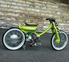 new ideas for electric motorcycle mopeds Moto Custom, Custom Cafe Racer, Custom Bikes, Custom Motorcycles, Scooter Motorcycle, Scrambler Motorcycle, Vespa Scooters, Honda 90, Monte Fuji Japon