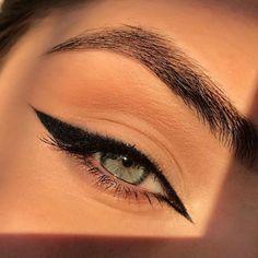Cat Eye Eyeliner, Natural Eyeliner, No Eyeliner Makeup, Skin Makeup, Beauty Makeup, Eye Liner, Blue Eyeliner, Cat Eyeliner Tutorial, Cat Eyes