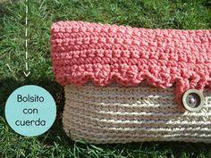 Volvemos a la carga con un nuevo vídeotutorial :) Ya sabéis que podéis encontrarnos en: www.happyganchillo.es www.facebook.com/happyganchillo www.instagram.c... Crochet Clutch, Crochet Purses, Knit Crochet, Crochet Bags, Knitting Videos, Crochet Videos, Crochet Bag Tutorials, Pouch Pattern, Totes