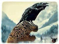 vikking-Raven on a Drakkas head
