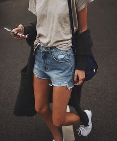 Shared by Miru Fontana. Find images and videos about fashion, street style and girl on We Heart It - the app to get lost in what you love.