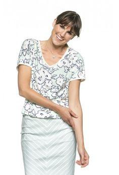 Dit recht model t-shirt met V-hals is een fijn basis shirt.