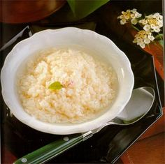 Khao Mahk ข้าวหมาก (Fermented Rice Pudding)**. Whole grains of sticky rice sweetly fermented into a pudding that remains slight crunchy Thai Dessert, Rice Vinegar, Dessert Recipes, Desserts, Grains, Thailand, Pudding, Sweets, Colours