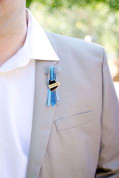 Een nieuwe zelf gemaakt corsage gevonden voor een DIY bruiloft! Wedding Photography South Africa | Tanya + Pieter