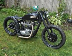 THIS IS ONE OF OUR MOST POPULAR BUILDS, IT IS A LOW DOWN HARDCORE REAR WHEEL SPINNING TRIUMPH BONNEVILLE, IT STARTED LIFE AS A BORING STOCK BULKY OIL IN FRAME MODEL BEFORE BEING TURNED INTO A LOW DOWN BOBBER, THE MOTOR HAS ALL BEEN GONE THRU STARTING WITH THE CRANK SLUDGE TRAP, MAIN BEARINGS, ROD BEARINGS, THEN A FRESH BORE WITH .