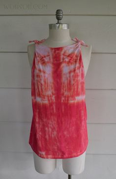 This Twisted back Tee has been Haunting my dreams for a while now. I finally had some time this weekend to sit dow. Diy Shirts No Sew, No Sew Tank, Sewing Shirts, T Shirt Diy, Teen Crop Tops, Clothing Hacks, Clothing Ideas, Old Shirts, Shirt Refashion