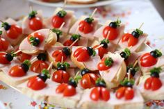 Caprese Salad, Baby Food Recipes, Finger Foods, Food Art, Potato Salad, First Birthdays, Food And Drink, Fruit, Ethnic Recipes