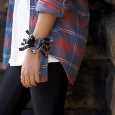 How-to: Duck Tape Spider Bracelet | Craft & Decor | Duck® Brand