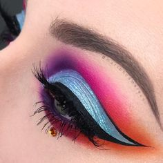Likes, 27 Comments - Marion Moretti Makeup Art, Beauty Makeup, Brows, Eyeliner, Watercolor Tattoo, Fashion Beauty, Mermaid, Lily, Neon Style
