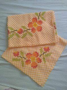 Embroidery Art, Embroidery Patterns, Cross Stitch Patterns, Bordado Tipo Chicken Scratch, Chicken Scratch Embroidery, Hand Stitching, Gingham, Sewing, Crochet