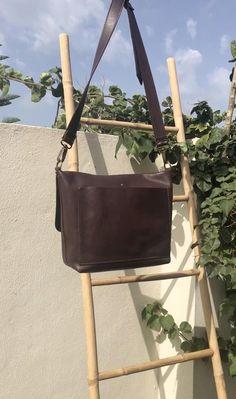 Leather Bags Handmade, Leather Craft, Metal Clock, Cotton Bag, Leather Working, Leather Crossbody Bag, Leather Shoulder Bag, Messenger Bag, Satchel