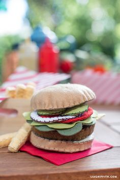 A DIY felt hamburger is a fantastic and mess-free toy for the kiddos! Super easy and super cute, designed by handcrafted lifestyle expert Lia Griffith