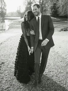 Official photographs to mark the engagement of Prince Harry and Meghan Markle have been released by Kensington Palace.Official photographs to mark the engagement of Prince Harry and Meghan Markle have been released by Kensington Palace. Prince Harry Et Meghan, Princess Meghan, Megan Markle Prince Harry, Harry And Megan Markle, Prince Harry Photos, Princess Style, Royal Engagement, Engagement Shoots, Engagement Pictures