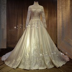 customized 2014 new design Ball-Gown Embroidery Halter-Neck lace long sleeve muslim Wedding Dress with long train Free Shipping $367.00 - 567.00