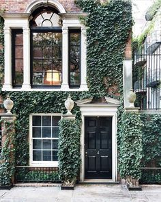 Pretty brownstone in NYC New York City Manhattan brick townhome with gorgeous stone details black front door lots of windows covered in vines House goals # Decoration Chic, Decoration Inspiration, Exterior Design, Interior And Exterior, Craftsman Exterior, Stommel Haus, Home Modern, House Goals, My Dream Home