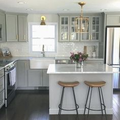 53 Small Kitchen Design Ideas That Remodel Layout Design # Small Farmhouse Kitchen, Kitchen On A Budget, New Kitchen, Kitchen Ideas, Farmhouse Design, 10x10 Kitchen, Awesome Kitchen, Kitchen Small, Kitchen Tips