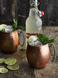 Raw, fermented tea may not sound particularly appealing, but that's exactly what kombucha is and it works really well in cocktails like this easy kombucha mule. Refreshing Cocktails, Summer Cocktails, Fun Drinks, Yummy Drinks, Alcoholic Drinks, Homemade Irish Cream, Moscow Mule Recipe, Fermented Tea, Coconut Recipes