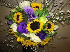 bouquet anemoni girasolini e ginestrina
