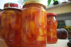 eingelegte Pfirsiche1 Dieses Rezept zum Haltbarmachen ist echt super, denn die Früchte erhalten ihr tolles Aroma und man hat im Winter immer etwas woran man naschen kann.