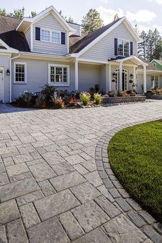 Perfect Patio Paver Design Ideas Ideal paver stone patio design ideas just on dandj home design Paver Stones, Paver Stone Patio, Stone Driveway, Driveway Design, Paver Walkway, Driveway Landscaping, Brick Pavers, Patio Design, Driveway Ideas