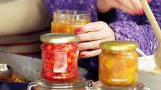 Chutný pečený čaj chutí ako od babičky. Urobte si ho doma aj vy. Je skvelý spoločníkom na dlhé zimné dni | Chillin.sk Canning Recipes, Healthy Drinks, Smoothies, Mason Jars, Spices, Food And Drink, Vegan, Mugs, Cooking