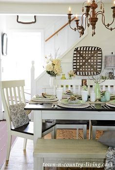 Farmhouse Dining Room in Earth Tones and Texture #farmhousestyle #diningroom #homedecor