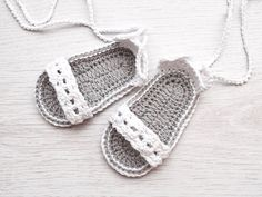 White Baby Crochet Sandals Baby Shoes Baby Sandals por TinySmiley, $14.00