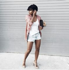 How to wear Pumps and shorts: This beautiful blazer from came in good timing . Off to grand opening! Short Outfits, Chic Outfits, Summer Outfits, Fashion Outfits, Fashion Trends, Fashion Ideas, Look Con Short, Looks Cool, Mode Style