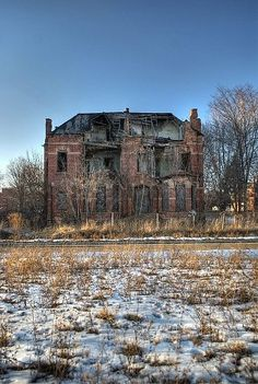 Abandoned Detroit going green... Recycling abandoned homes into the city's revival... And creating one of America's biggest art districts!!!