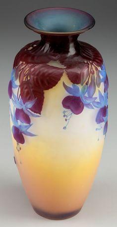 """Emile Gallé - Vase """"Fuschias"""" verre triple,  gravure en camée a l'acide."""