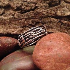 Twisted Wire Mens Ring Tutorial, Free Bonus Wire Twisting TutorialWire weave tutorial, Mens wire weave ring by ZagreoJewelryDesign on Etsy Wire Rings, Wire Wrapped Rings, Beaded Rings, Metal Jewelry, Jewelry Rings, Jewlery, Jewelry Clasps, Jewelry Box, Bracelet Fil