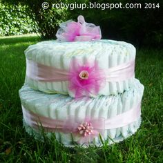 Diaper cake for a newborn girl: a pretty way to give as gift something useful! - RobyGiup handmade #DIY #gift