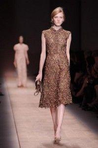Дантелата продължава да присъства в съвременните облекла и е предпочитан материал на много дизайнери. В колецията си пролет/лято 2013, Versace набляга на изпипаните детайли. Луксозната тъкан е умело съчетана с кожа и метал, създавайки една футуристична бохо визия на съвременната жена.