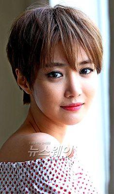 Go Jun Hee, Short Hair Cuts For Women, Short Haircuts, Hair Ideas, Korea, Hair Beauty, Actresses, Pretty, Girls