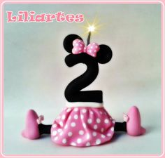 Vela modelada em biscuit para compor os enfeites de bolo do tema Mickey & amigos.  Criação e execução em biscuit : Liliane Bradbury (Liliartes) em 24/03/2013 Contém pavio mágico (apaga e ascende novamente) **Base acrilica redonda opcional + R$1,50 8cm  e R$3,00 12cm Cuidado com imitações. **Também faço projetos personalizados com o tema, cores e detalhes que você escolher. R$ 32,00