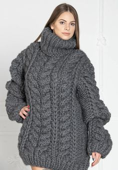 Thick Sweaters, Sweaters For Women, Women's Sweaters, Gros Pull Long, Sweater Outfits, Men Sweater, Handgestrickte Pullover, Grey Turtleneck, Knitwear
