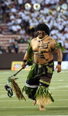 University of Hawaii, Oahu, Hawaii -- Rainbow Warrior . Hawaii Life, Aloha Hawaii, Hawaii Vacation, Hawaii Athletics, Hawaii Sports, Hawaii Rainbow Warriors, Hawaiian People, Tahitian Dance, College Football Players