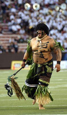 University of Hawaii, Oahu, Hawaii -- Rainbow Warrior . Aloha Hawaii, Hawaii Life, Hawaii Athletics, Hawaii Rainbow Warriors, Hawaiian People, Hawaii Sports, Tahitian Dance, Polynesian Men, College Football Players