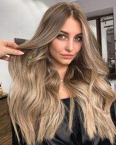 Top 30 Long Blonde Hair Ideas of 2019 - Style My Hairs Sandy Blonde Hair, Brown Blonde Hair, Brunette Hair, Sandy Hair, Cabelo Ombre Hair, Balayage Hair, Bronde Hair, Hot Haircuts, Long Layered Haircuts
