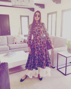 Sonam Kapoor sported geometric print in Los Angeles. Looks stunning. Sonam Kapoor's Latest Style Statement. Pakistani Dresses, Indian Dresses, Indian Outfits, Indian Attire, Indian Ethnic Wear, Sonam Kapoor, Kurta Designs, Dress Designs, Indian Couture